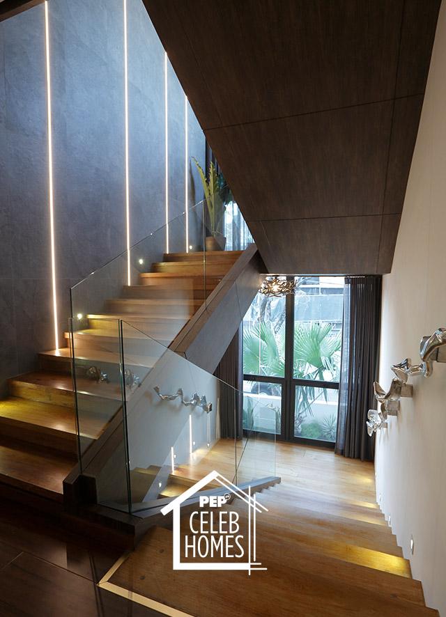 Derek Ramsay House staircase