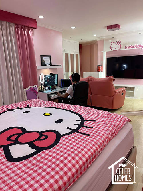 Ai Ai Delas Alas bedroom filled with hello kitty stuff