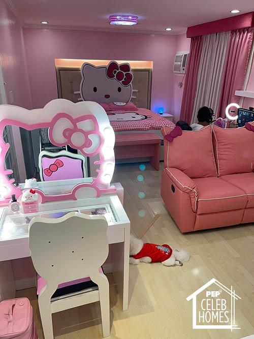 Ai Ai Delas Alas pink hello kitty bedroom