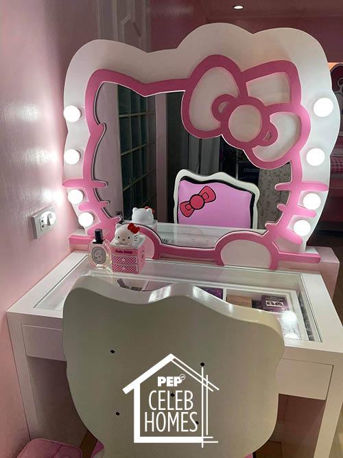 Ai Ai Delas Alas hello kitty dressing table
