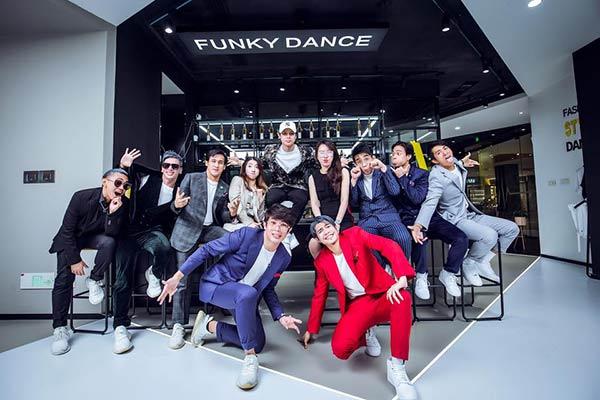 DJ Loonyo dance workshops in China