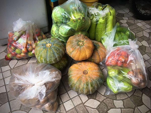 Free vegetables from Maginhawa community pantry