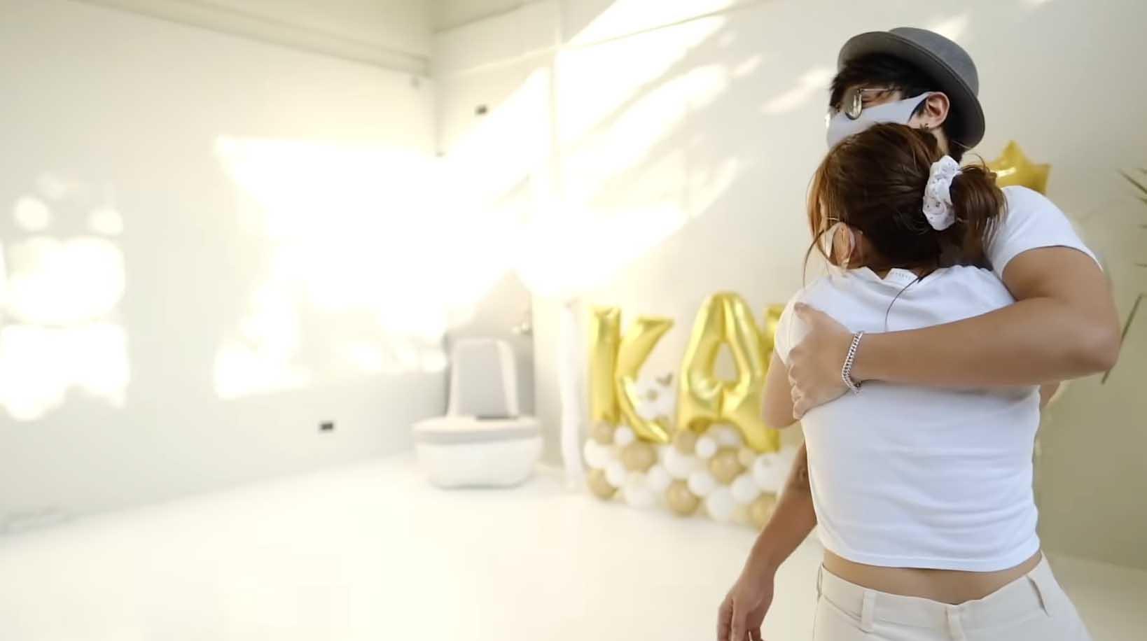 Daniel Padilla surprises Kathryn Bernardo