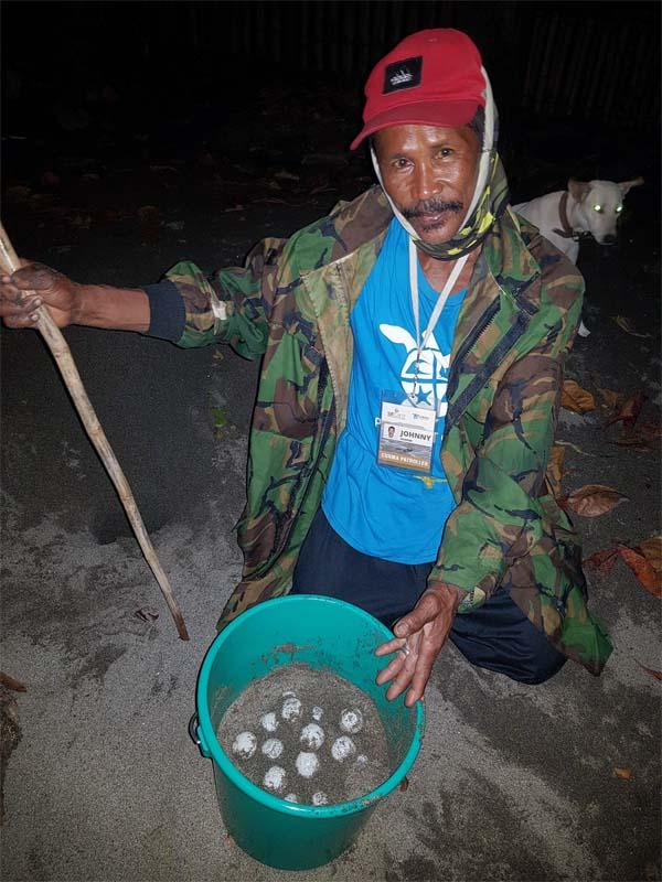 Tatay Johnny Manglugay  Paw Patrol pawikan La Union sea turtle hatchery.