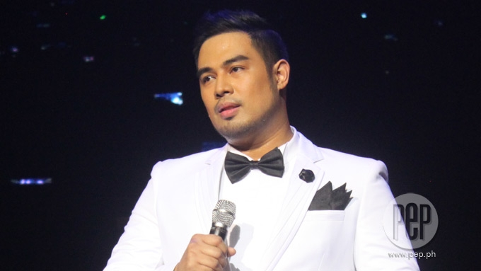 Jed Madela ignores basher who called him 'bading'