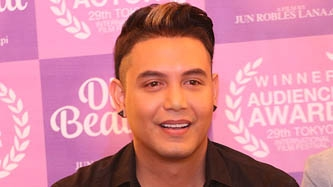 Paolo Ballesteros gives acceptance message as MMFF 2016 Best Actor