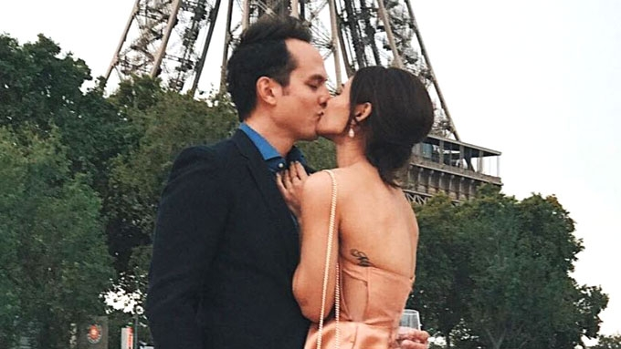 Lovi Poe and Chris Johnson lock lips in Paris