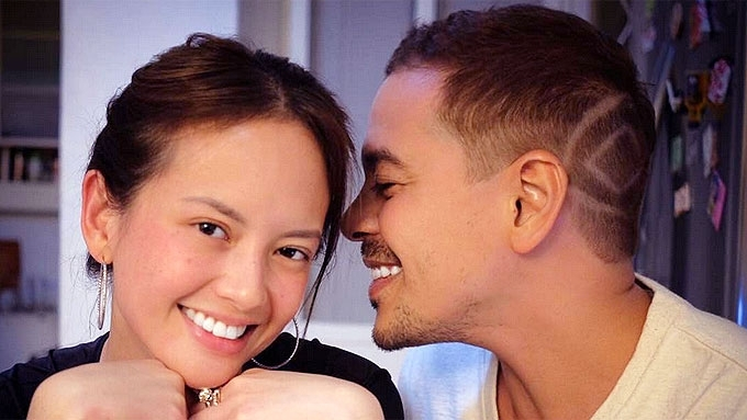 John Lloyd Cruz is now in Ellen Adarna's family portrait