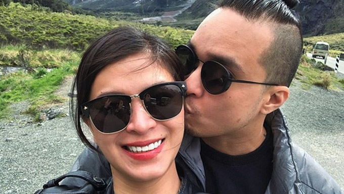 Angel Locsin posts photo of BF Neil Arce giving her a kiss