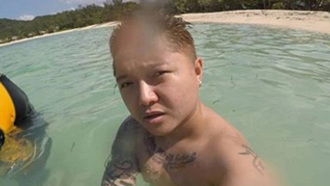 Jake Zyrus goes topless at the beach