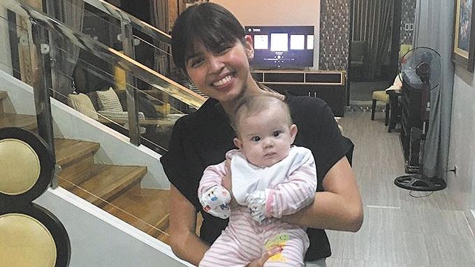 Maine Mendoza visits Pokwang's baby