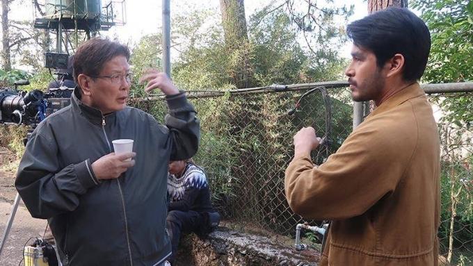 Director Mike de Leon says