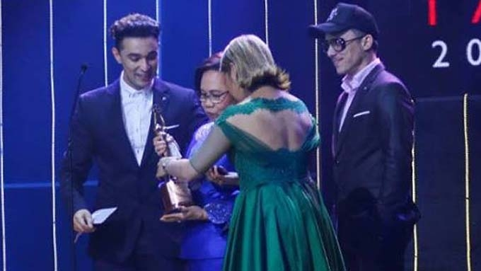 Epy Quizon puzzled by issue on Dolphy award given Vice Ganda