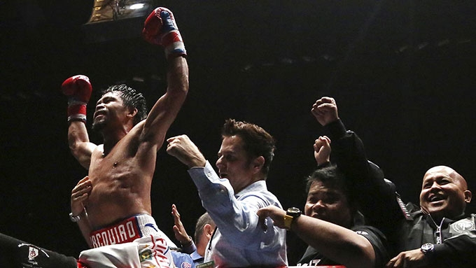 Vintage Pacquiao stops Matthysse in 7th round