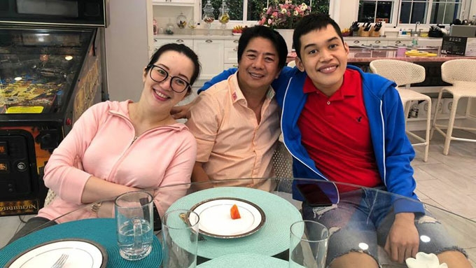 Willie Revillame makes surprise visit to Kris Aquino's son