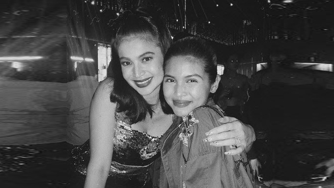 Maine Mendoza takes fangirl photo with Anne Curtis