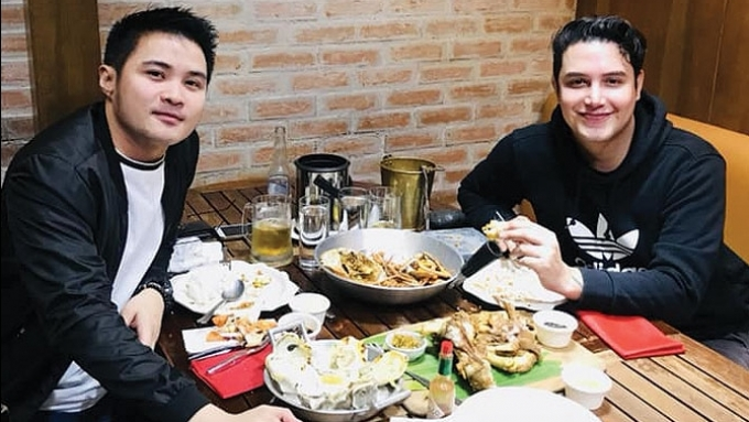 Netizens speculate about Paolo's photo with non-showbiz guy
