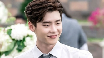 Lee Jong Suk returns to South Korea after being detained in Indonesia
