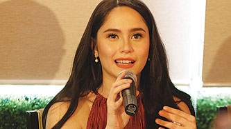 Jessy Mendiola reminds male fans not to touch her during photo op