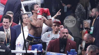 Manny Pacquiao defeats Adrien Broner by unanimous decision