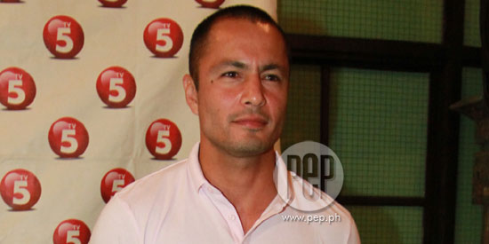 Derek Ramsay admits Cristine Reyes is now his girlfriend