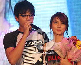 "Daniel Padilla and Kathryn Bernardo singing ""Got to Believe&quo"
