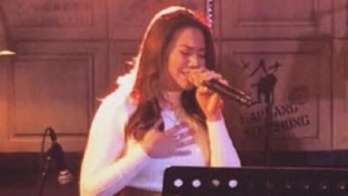 Morissette sings Nina songs