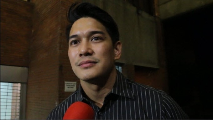 "Luis Alandy to bare onstage? ""Tingnan natin..."""