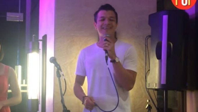 Jericho Rosales sings like Sting!