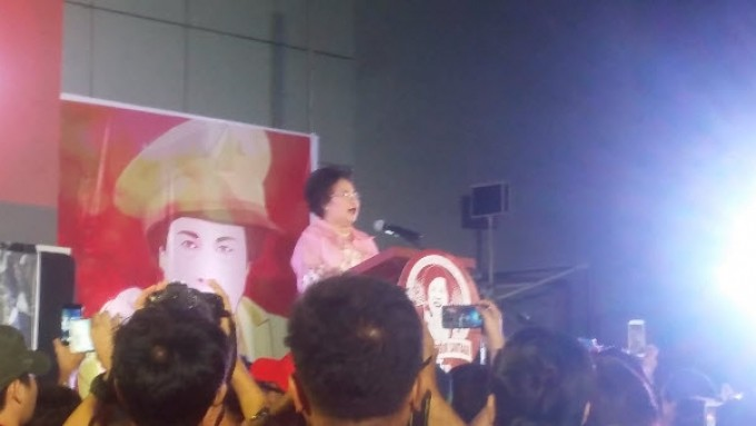 Miriam Santiago takes a jab at rival with pickup line