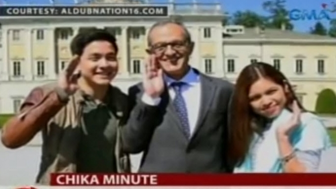 AlDub does Pabebe Wave with Italian mayor