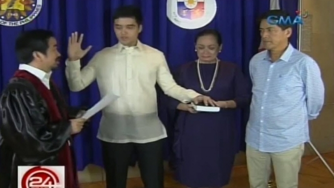 Vic Sotto, Coney Reyes at son Vico's oath-taking ceremony