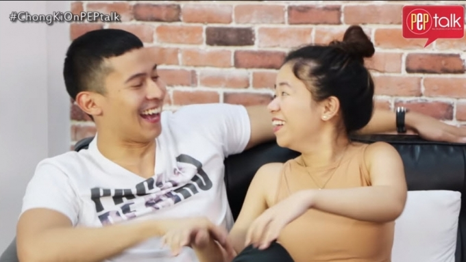 Enchong, Kiray show how they did their kissing scene
