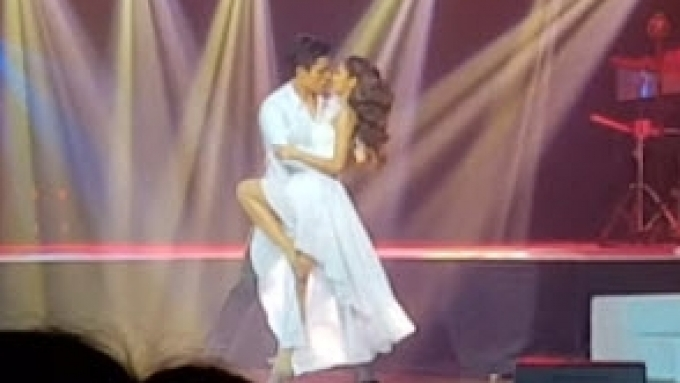Xian Lim kisses Kim Chiu on the dance floor
