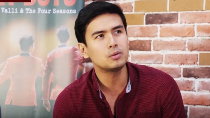 Christian Bautista sings 'Can't Take My Eyes Off You'