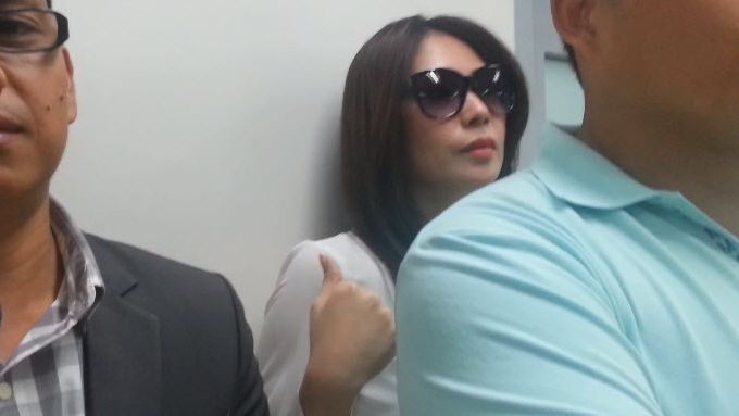 Watch how Clarisma Sison evades an interview