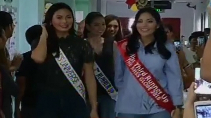 Pinay beauty queens visit young cancer patients