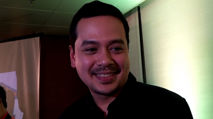 John Lloyd to spend Valentine's Day with this woman