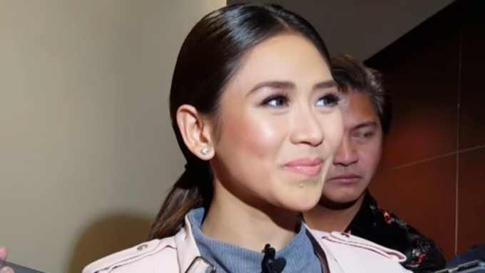 Sarah gives update on upcoming movie with John Lloyd