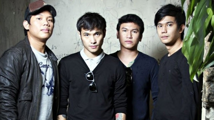 Did Callalily leave former manager on bad terms?