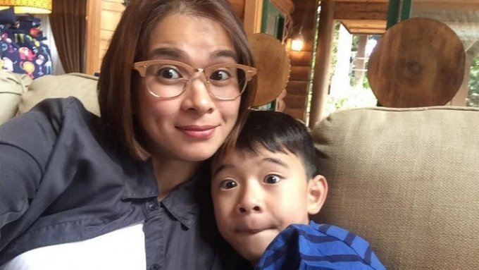 LJ Reyes's smart way of connecting with her kid