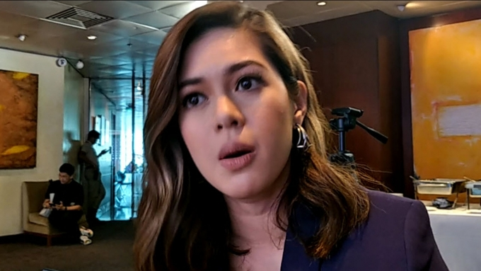 Shaina on John Lloyd's current situation and ideal man
