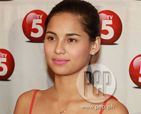 Jasmine Curtis in no rush to move out of sister Anne Curtis's house