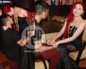 Yeng Constantino's boyfriend surprises her with flowers at the Star Ma