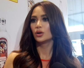 "Arci Munoz honored ""classy girl"" for sexy calendar"