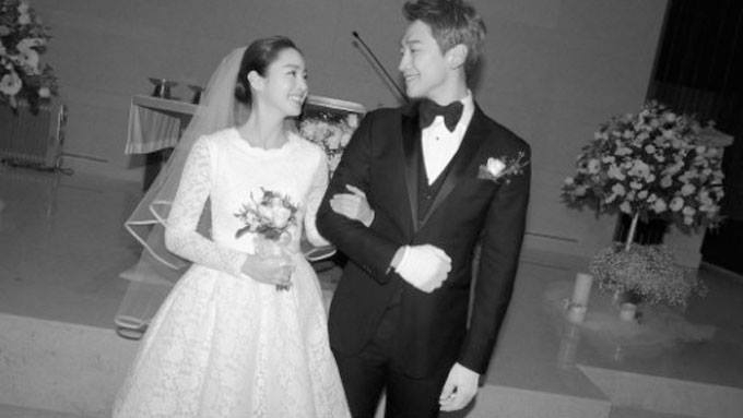 Korean stars Rain and Kim Tae Hee are married!
