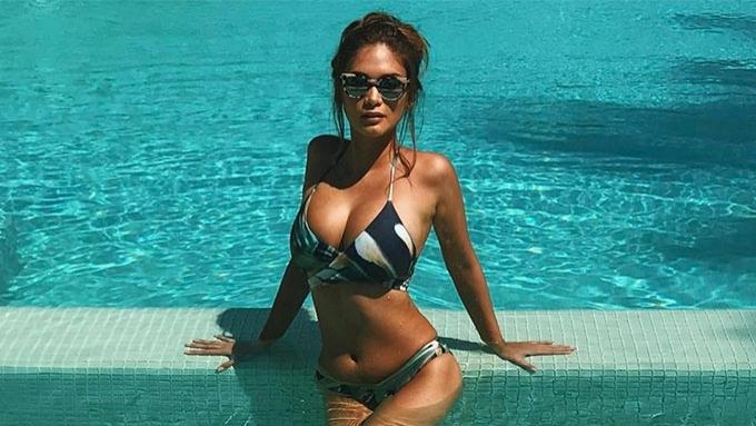 Pia Wurtzbach heats up Boracay in barely-there bikini