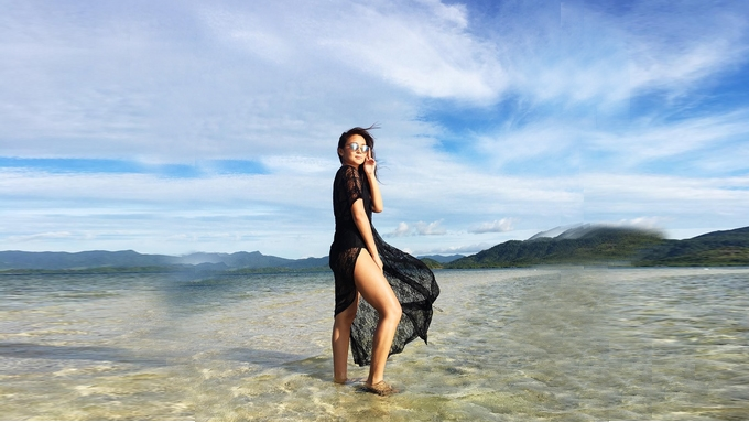 Photos of sun-kissed Kathryn are burning up the internet