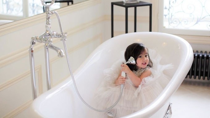 Scarlet Snow Belo's bongga bahay kubo and other cool toys