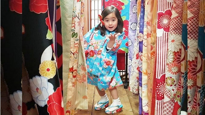 Scarlet Snow Belo is the cutest travel buddy